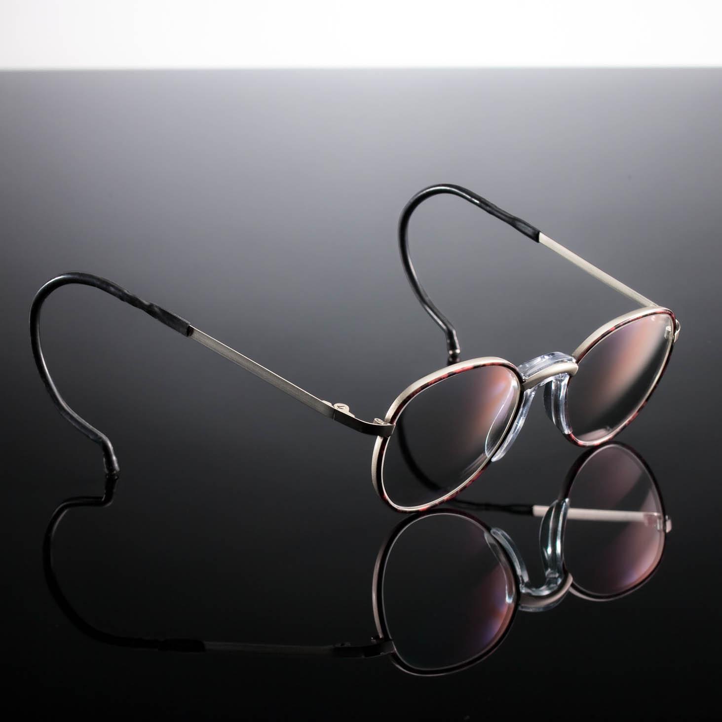 012_infobild_brillen1_schwarze_spiegelplatte